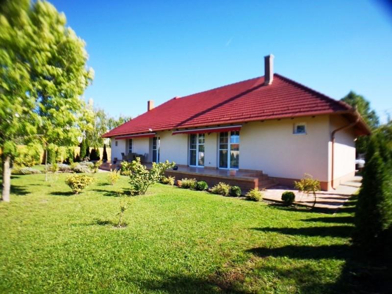 Szeged Eladó Ház Forradalom utca
