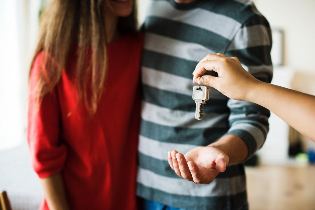 Lakás vásárlás és eladás - mikor legyen és mi alapján döntsek?