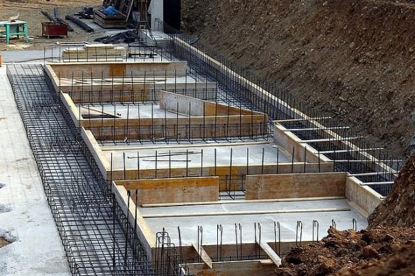 Tömegesen megállhatnak a lakásépítések!