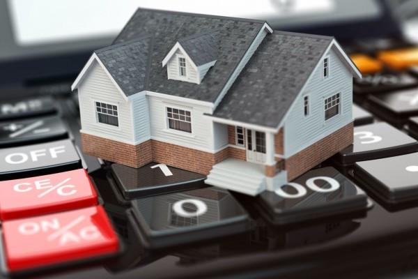 Tavalyi csúcsról lefelé indultak az árak - a lakásépítéseknél nagyobb szelet jut a családi házaknak!